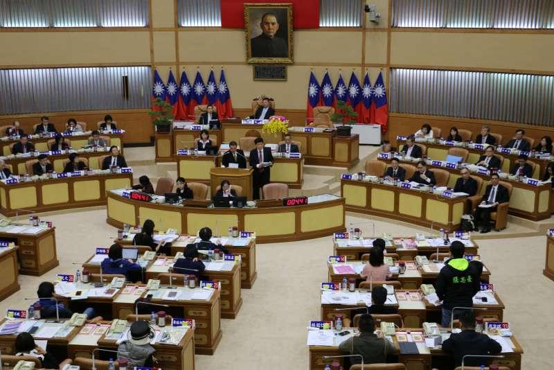新北市長侯友宜(中)出席議會表示選後應該要放下藍綠惡鬥,共同為新北市民打拼 。(圖/李梅瑛攝)