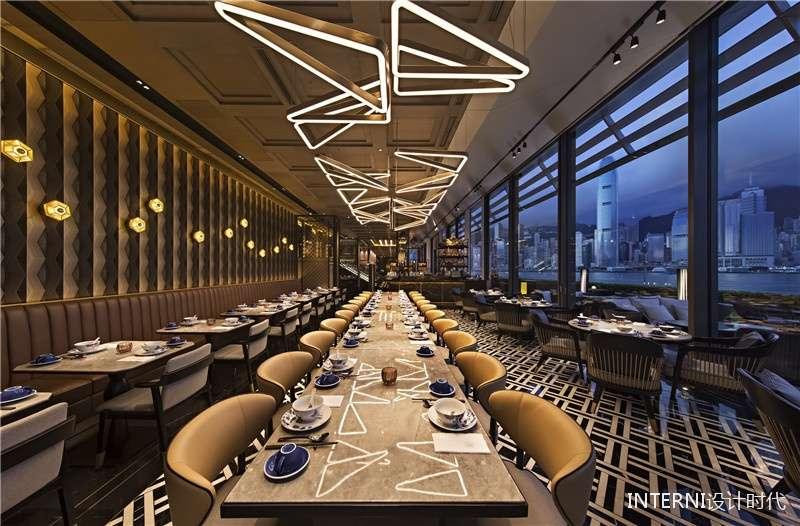 Passion區內,由多個三角形組成的吊燈燈光映射在大理石餐桌上,形成HEXA的標誌。(圖/瘋設計)