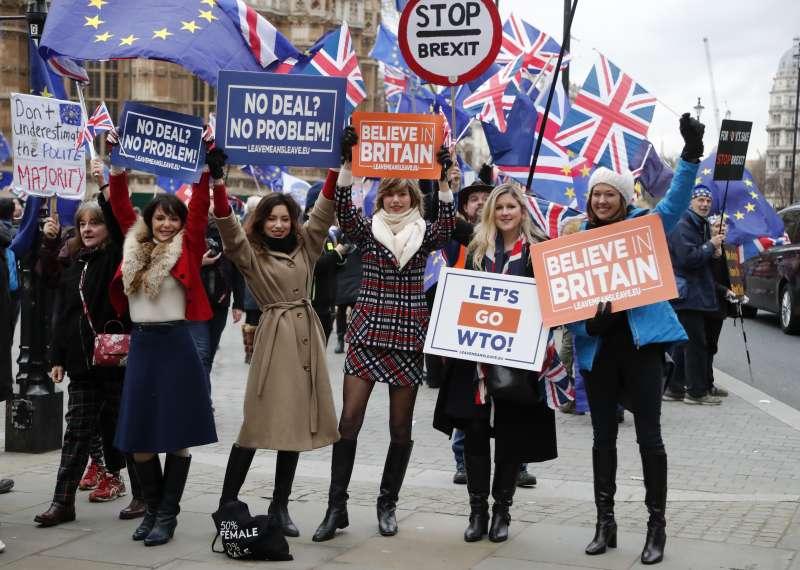 2019年1月15日,英國下議院表決脫歐的《退出協議》,「留歐」與「無協議脫歐」陣營同表反對。(美聯社)