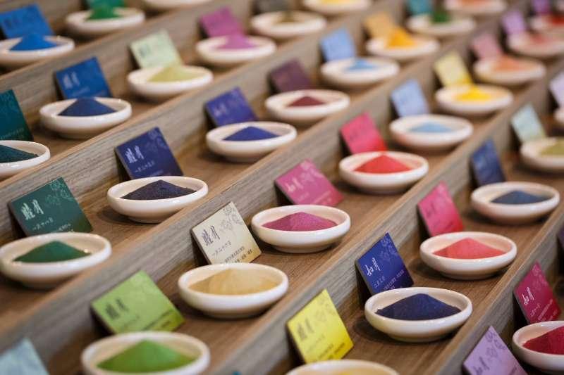 台南安平夕遊出張所,擁有最具特色的366色生日彩鹽(圖/夕遊出張所臉書)