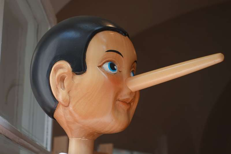 情侶之間不信任是種精神壓抑!?諮商心理師帶你分辨四種「說謊者」特徵 (圖/Pixabay)