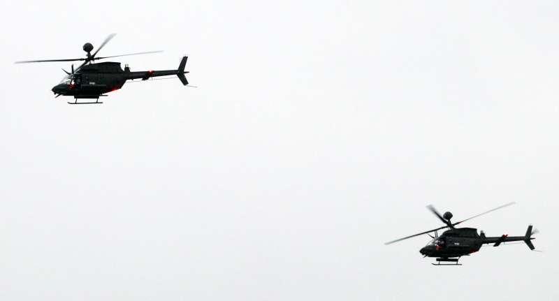 20190117-陸軍十軍團第五作戰區主導的「聯合反登陸作戰」實彈操演17日於台中清水地區「甲南海灘」登場。圖為OH-58D戰搜直升機。(蘇仲泓攝)