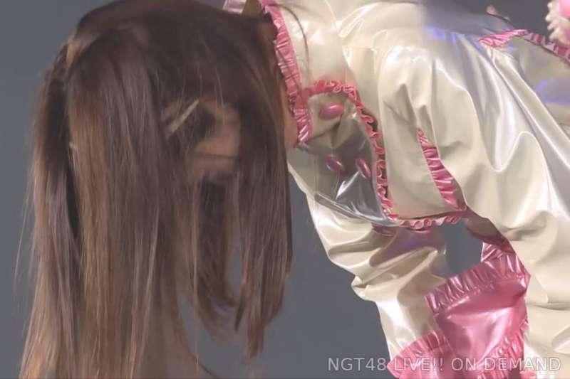 山口真帆直播揭發自己險遭性侵的遭遇,後來竟然「被道歉」。(圖/取自NGT48影片)