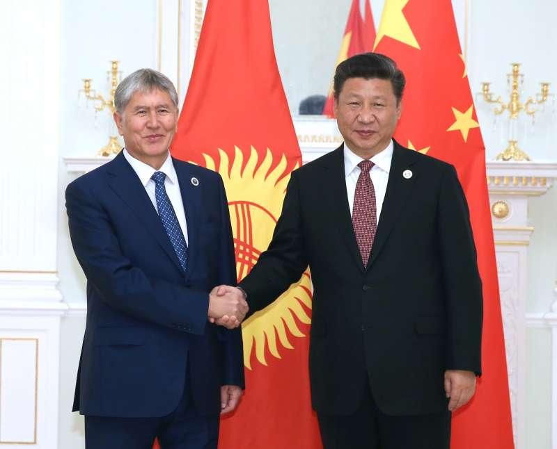 2016年6月24日,中國國家主席習近平在塔什干會見吉爾吉斯總統阿塔姆巴耶夫(新華社)