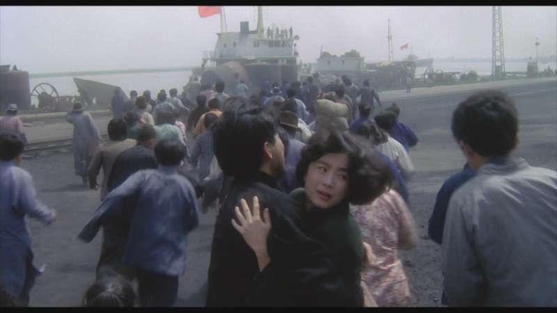 20190118-電影《滾滾紅塵》數位修復版將於3月8日上映。圖為飾演章能才的秦漢(中左)與飾演林青霞的沈韶華(中右)。(甲上娛樂提供)