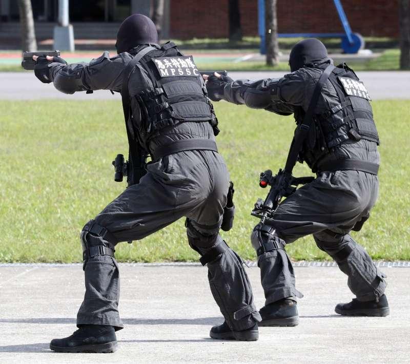 20190118-國軍特勤隊多採購國外槍廠的手槍。圖為憲兵特勤隊員以Glock系列手槍進行操演。(蘇仲泓攝)