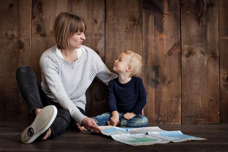 不論你是家長還是孩子,想要改善你的親子關係,不妨從嘗試非暴力溝通開始。(圖片取自Pexels)