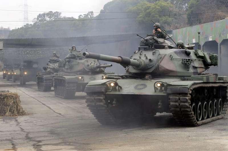 2019年1月17日,國軍第五作戰區16日台中大甲溪出海口的「甲南海灘」進行聯合反登陸作戰演練,M60A3戰車。(AP)