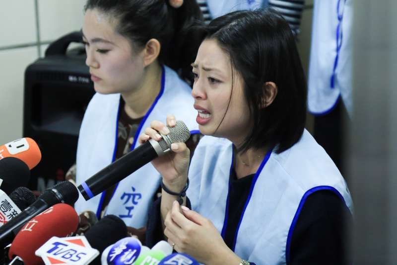 20190121-長榮受害空姐21日出席空服員職業工會呼籲正視服務業工人的尊嚴記者會。(簡必丞攝)