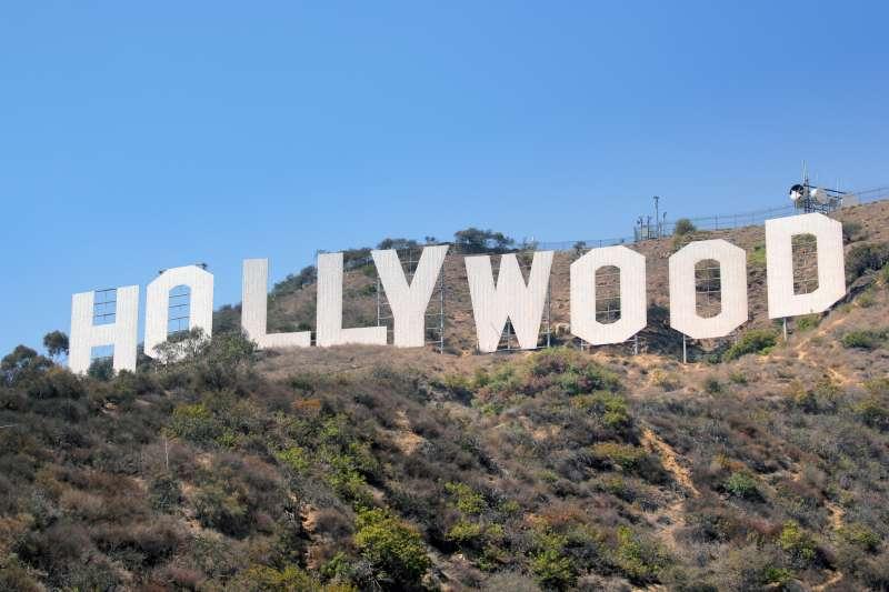 作者指出,許多電影拍攝公司為了逃避愛迪生的「專利追殺」,跑到美國西海岸的洛杉磯拍攝電影,久而久之,洛杉磯漸漸形成拍電影的聚集地,也就是現在的好萊塢。(資料照,取自維基百科)