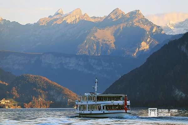 瑞士的船運事實上相當發達,照片中是由琉森前往維茨瑙等地的渡輪。(圖/想想論壇)