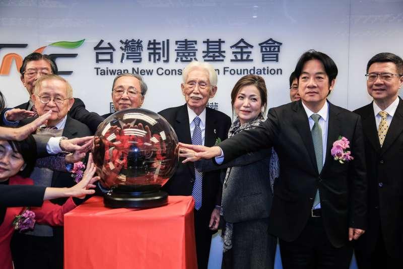20190123-台灣制憲基金會23日舉辦開幕式,活動結束時大合照。 (簡必丞攝)