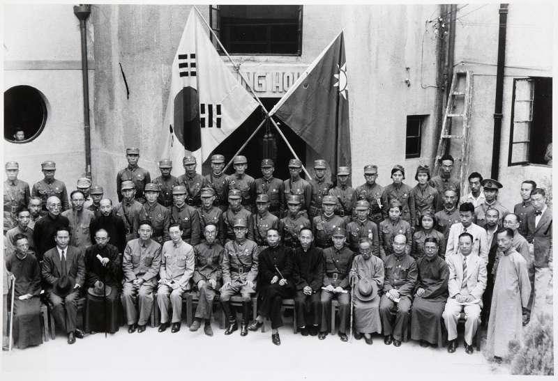 由金九率領的韓國光復軍,因為反對共產主義而得到蔣委員長支持,並一舉併吞了朝鮮義勇隊。(許劍虹提供)
