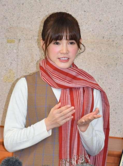 20190124-吳心緹配戴會津木棉製圍巾接受採訪=攝於1月17日。(圖/潮日本提供)