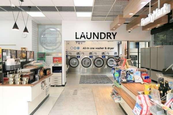 全家在經過一年的市場研究後,選在三重推出第一家自助洗衣複合店,主打的訴求就是自動化、智慧化。 (圖/ 全家,數位時代)
