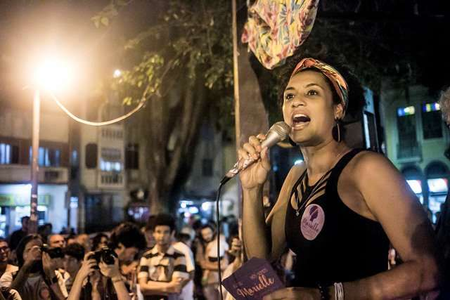 為女性、同志、黑人和貧民發聲的里約市議員佛朗珂是公開出櫃的同志,2018年3月,她和司機遭槍手伏擊殺害。(截自威利斯推特)