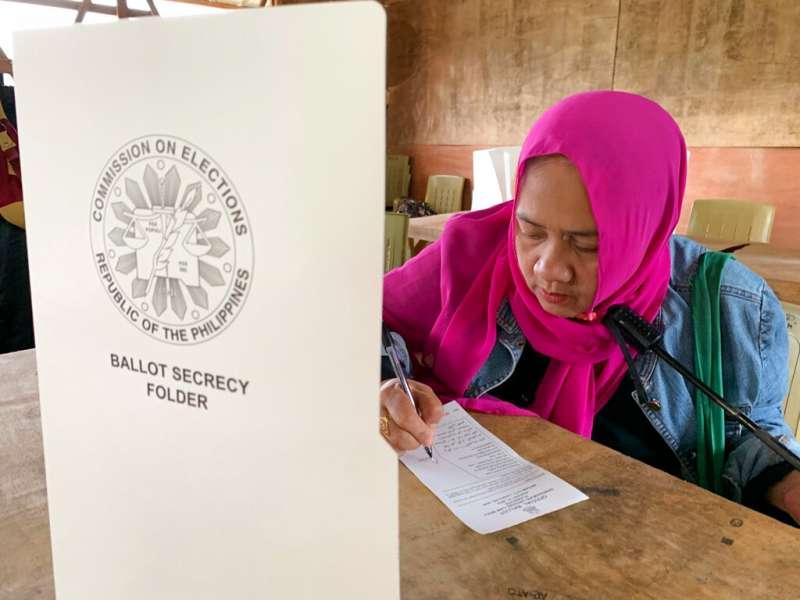公投通過後,將由莫洛伊斯蘭解放陣線帶領成立過渡小組,協助自治區政府運作。(美聯社)