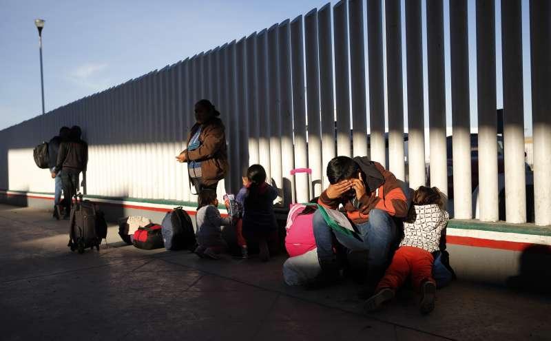美國與墨西哥邊界的隔離牆(AP)