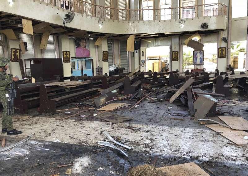 菲律賓南部蘇祿省霍洛島天主教聖母聖衣堂27日發生連環爆炸(美聯社)
