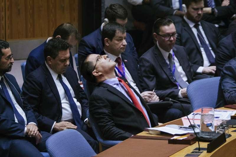 聯合國安理會會議上,委內瑞拉外長阿雷亞薩(Jorge Arreaza)對美國發言不以為然。(美聯社)
