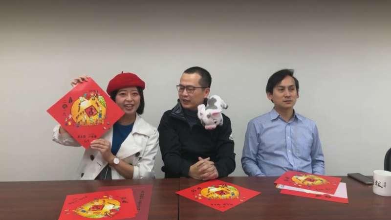 20190128_議員江怡臻(左)、羅智強(中)和葉元之(右)分別推出和朱立倫聯名款春聯。(取自葉元之臉書)