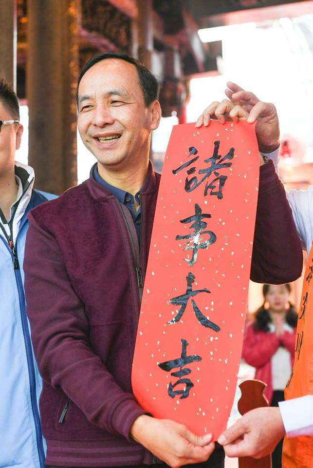 2019-01-27_前新北市長朱立倫,到新北中和的廣濟宮、福和宮發紅包袋。(取自朱立倫臉書)