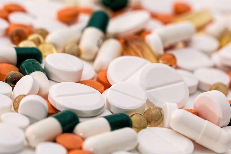 人類使用過量抗生素正加速超級細菌演化的速度(取自Pixabay)
