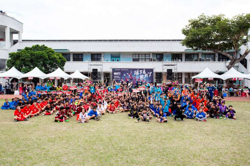 風華一時,走入沒落20年的臺東旭村足球重鎮,在重要推手的努力下再興足球熱潮。避免歷史重演,需要各界的力挺!(圖/國泰世華)