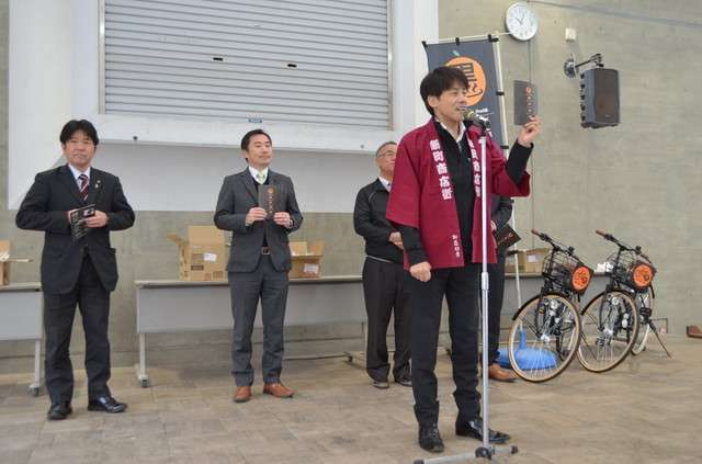 20190131-竹內伸行在開幕典禮上手持「黑名單」致詞=攝於1月8日。(圖/潮日本提供)