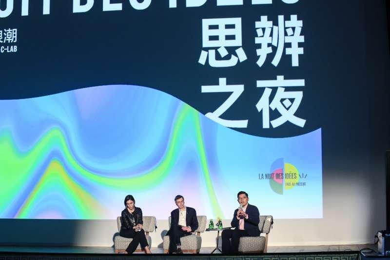 20190131-法國國會議員 Paula Forteza(左)、法國人權大使 François Croquette(中)與立法委員 許毓仁(右)31日出席思辨之夜,並舉辦數位科技與社會連結的講座。(簡必丞攝)