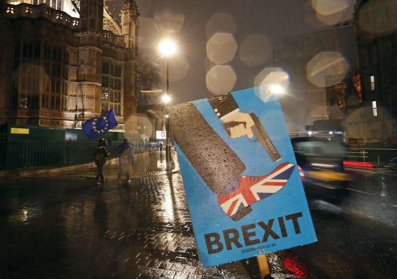 英國距離3月29日脫歐正式生效進入倒數,外交大臣杭特坦言脫歐的時程可能不得不延後。(美聯社)