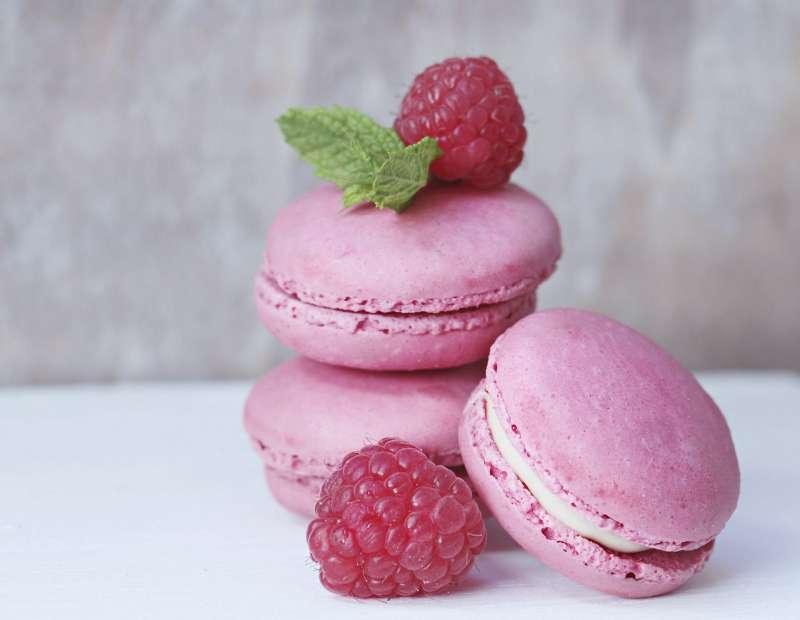 草莓馬卡龍塔,不僅採用有機草莓,還能自己親手製作。(圖/高雄市政府提供)