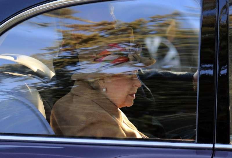 英國媒體報導,若倫敦因無協議脫歐導致街頭動亂,女王和其他王室成員將被疏散到安全藏匿地點。(美聯社)