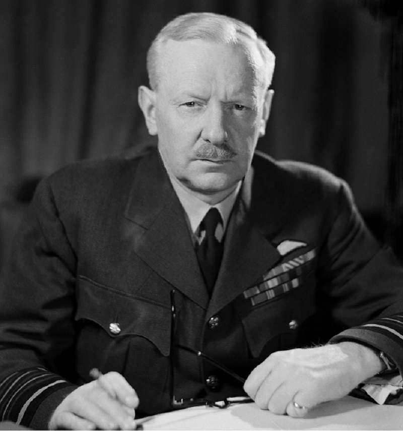 外號「轟炸機」的皇家空軍轟炸機司令部司令哈里斯都被視為無差別空襲的「元凶」。(英國戰爭博物館)