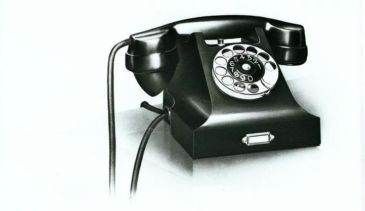 Jean Heiberg 設計的全電木外殼電話機。(圖/愛范兒提供)