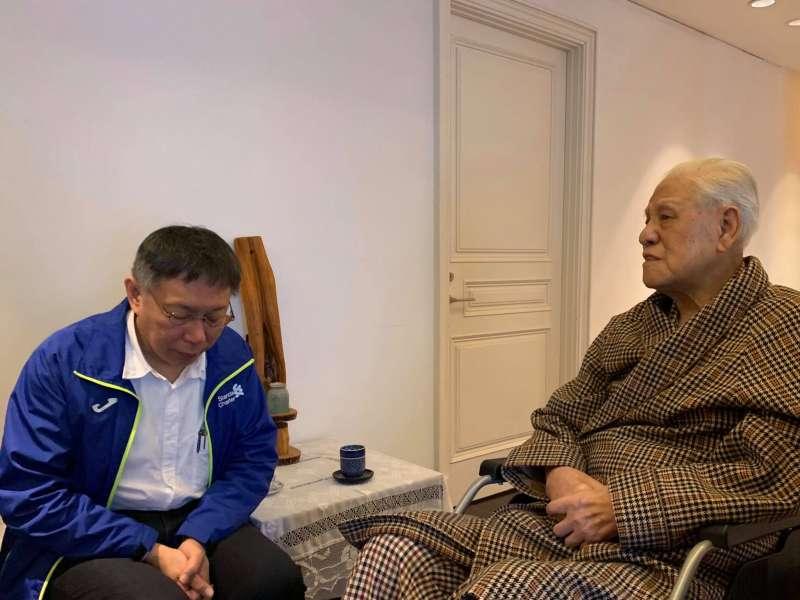 20190212_台北市長柯文哲(左)12日到翠山莊探視前總統李登輝(右)。(取自柯文哲臉書)