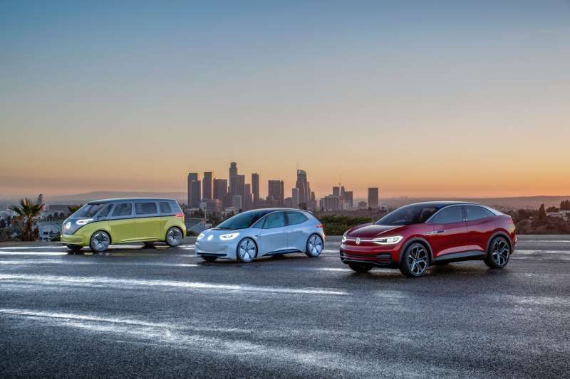 Volkswagen在電動車產品的發展上,已陸續在全球各大重要活動當中,發表了ID.家族的電動概念車,從都會小型車ID.到休旅車型ID. CROZZ以及ID. BUZZ,更進一步到轎跑車款ID. VIZZION。(圖/福斯集團)