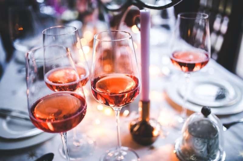 在杜拜飲酒有嚴格的規定(圖/Kaboompics .com@PEXELS)