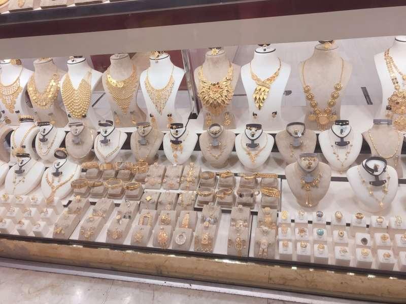 黃金市集的店家櫥窗(圖/李宇涵攝)