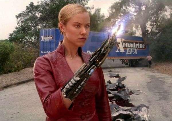 T-X 是在《魔鬼終結者3》中的主要反派,由克麗斯汀娜特羅肯(Kristanna Loken)飾演。 (圖/智慧機器人網)