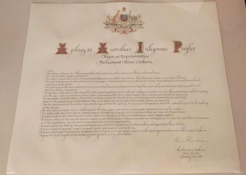 2008年時任澳洲總理陸克文代表澳洲政府正式向原住民道歉的文書。(Bill H. Gong@Wikipedia / CC BY 4.0)