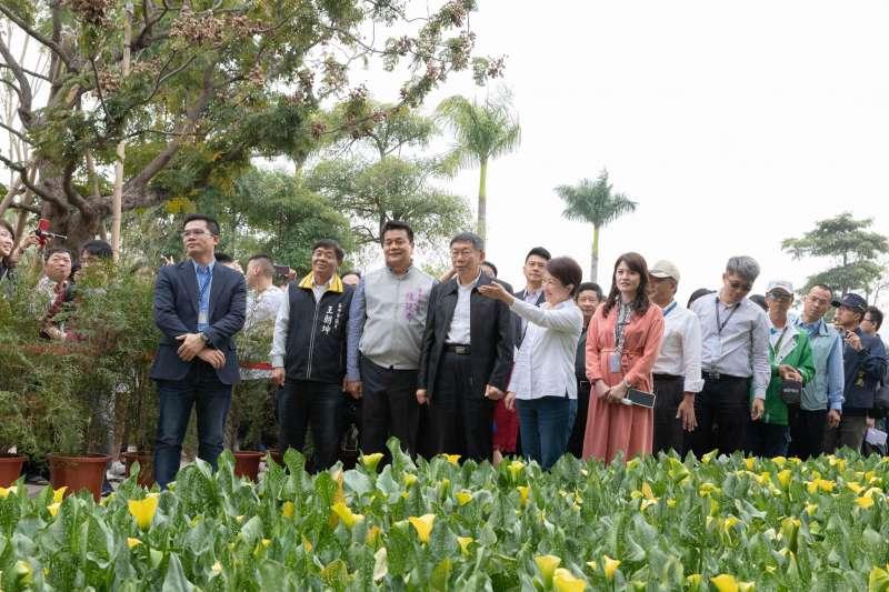 20190216-台北市長柯文哲16日在下午在台中市長盧秀燕的陪同下參觀花博。(台北市政府提供)