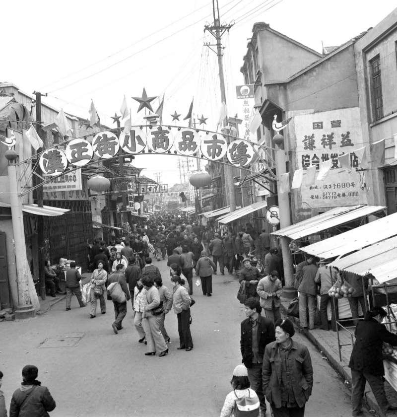 這是武漢市漢正街小商品市場的資料照片。(新華社)