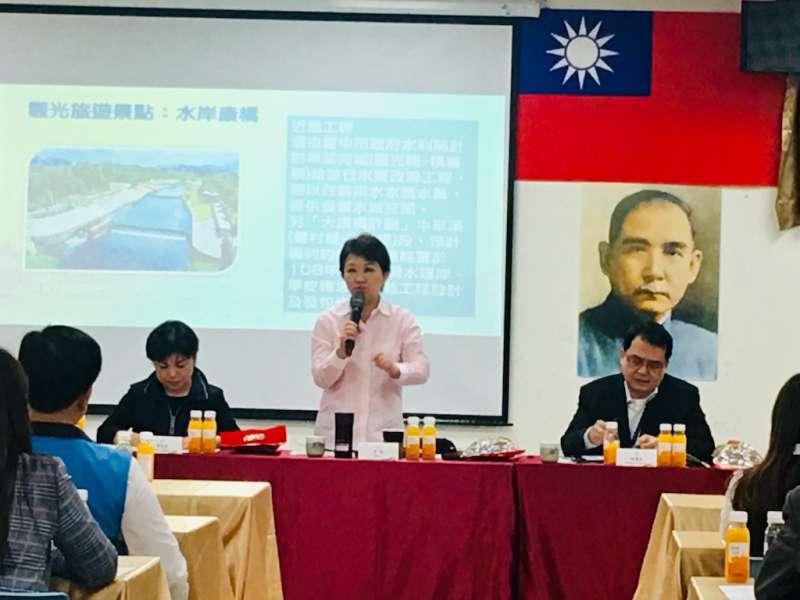 台中市長盧秀燕主持在大里舉行的市政會議。(圖/記者王秀禾攝)