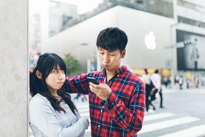 女性.被冷落.手機.科技冷漠(圖/pakutaso)https://www.pakutaso.com/20141110331post-4874.html