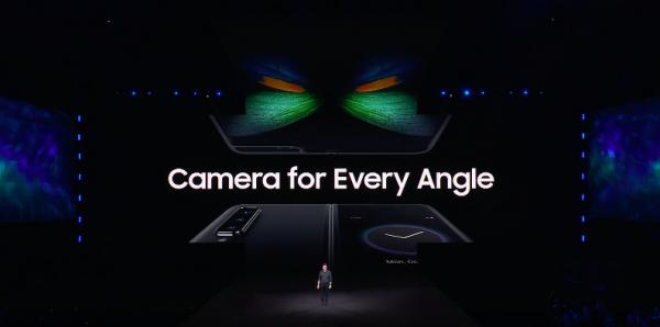 機身共計有6顆鏡頭,封面螢幕一顆自拍鏡頭、主螢幕兩顆自拍鏡頭、機身背後還有三顆主鏡頭。(圖/取自Samsung YouTube)