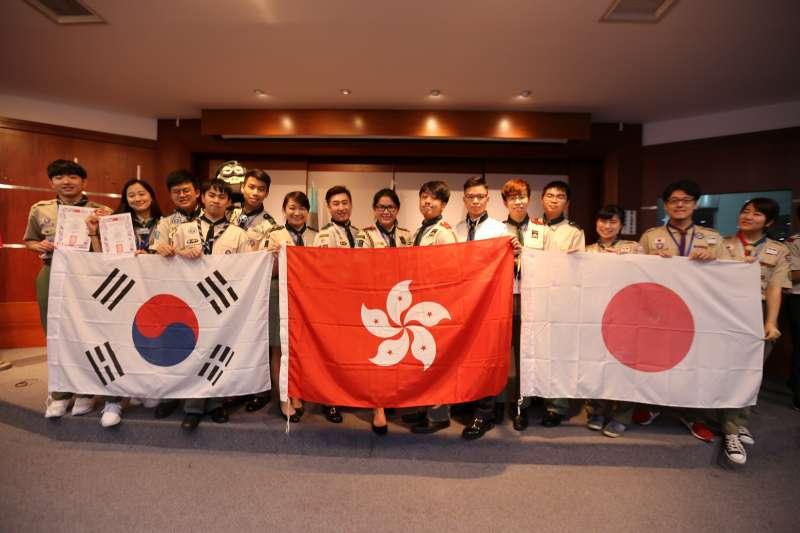 國際童軍團對臺灣童軍的熱情活動印象深刻。(圖/義守大學提供)