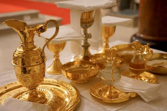 2)祝聖聖體的器皿,(曾廣儀攝)