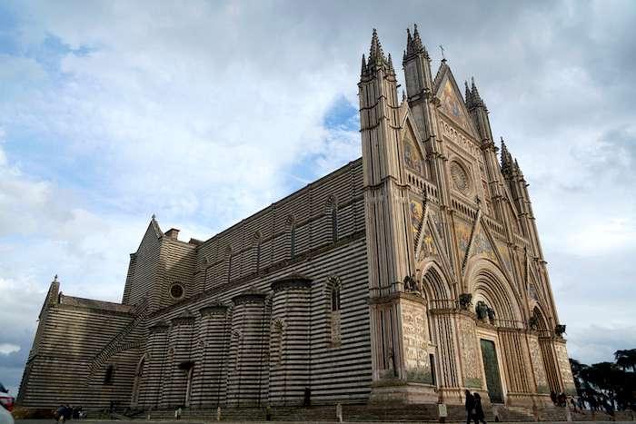 「世界上最美的主教座堂」奧爾維耶拖主教座堂。(曾廣儀攝)