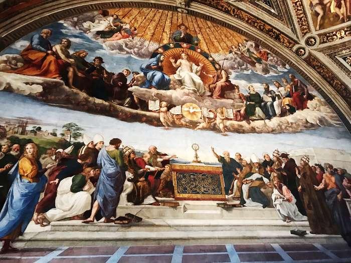 梵蒂岡博物館簽署廳中拉斐爾所繪「聖體的探討」濕壁畫。(曾廣儀攝)